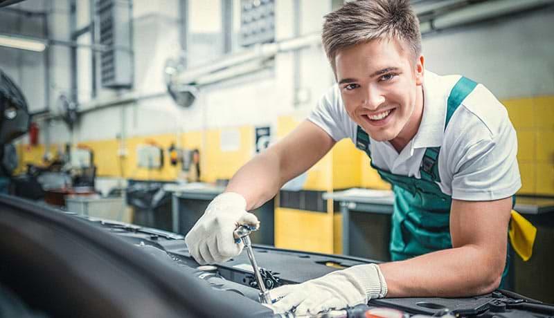 Kraftfahrzeugmechatroniker/-in, Fachrichtung Nutzfahrzeugtechnik